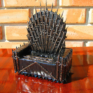Game of Thrones phone holder picture