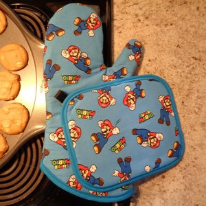 Oven Mitt and Pot Holder Set - Super Mario picture