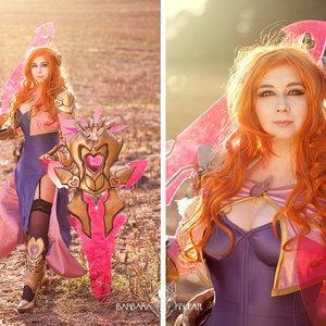 Popstar Leona cosplay from League of Legends picture